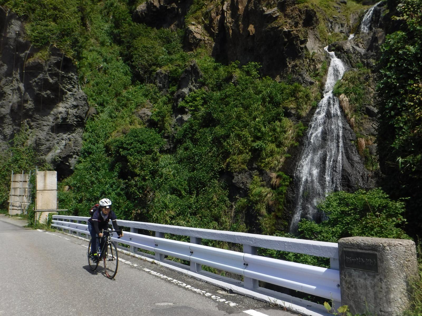 Z坂の下部、滝がある 標高50m程度