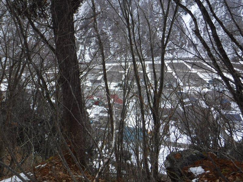 小立岩の集落も田畑の地面が露出している