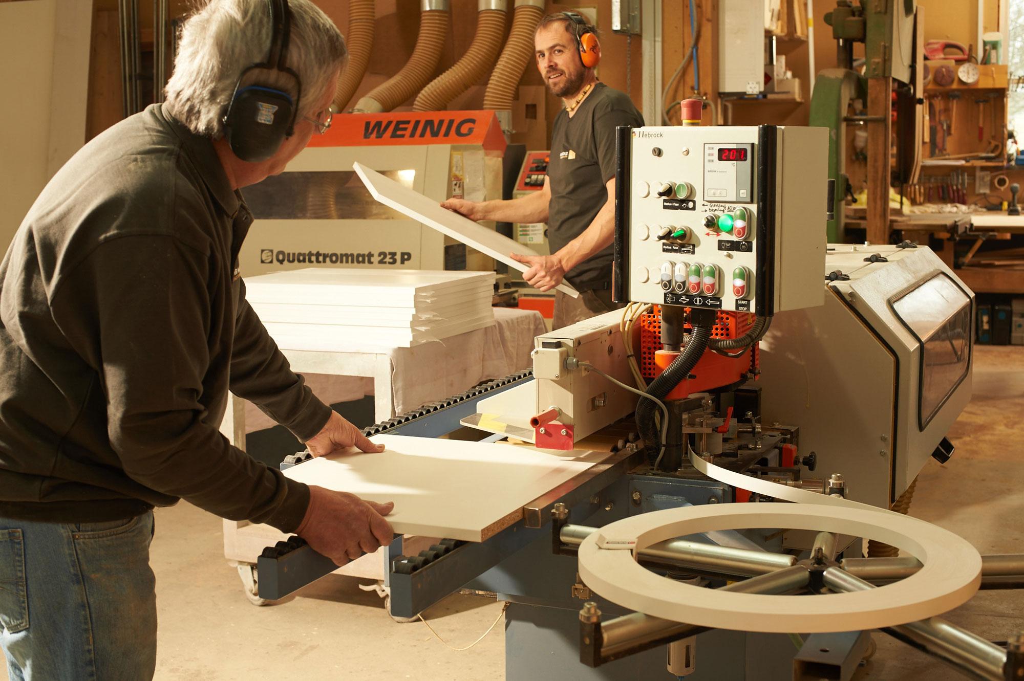 Unsere Werkstatt ist vollumfassend ausgestattet - von der klassischen Werkbank bis zur modernen CNC-Fräse