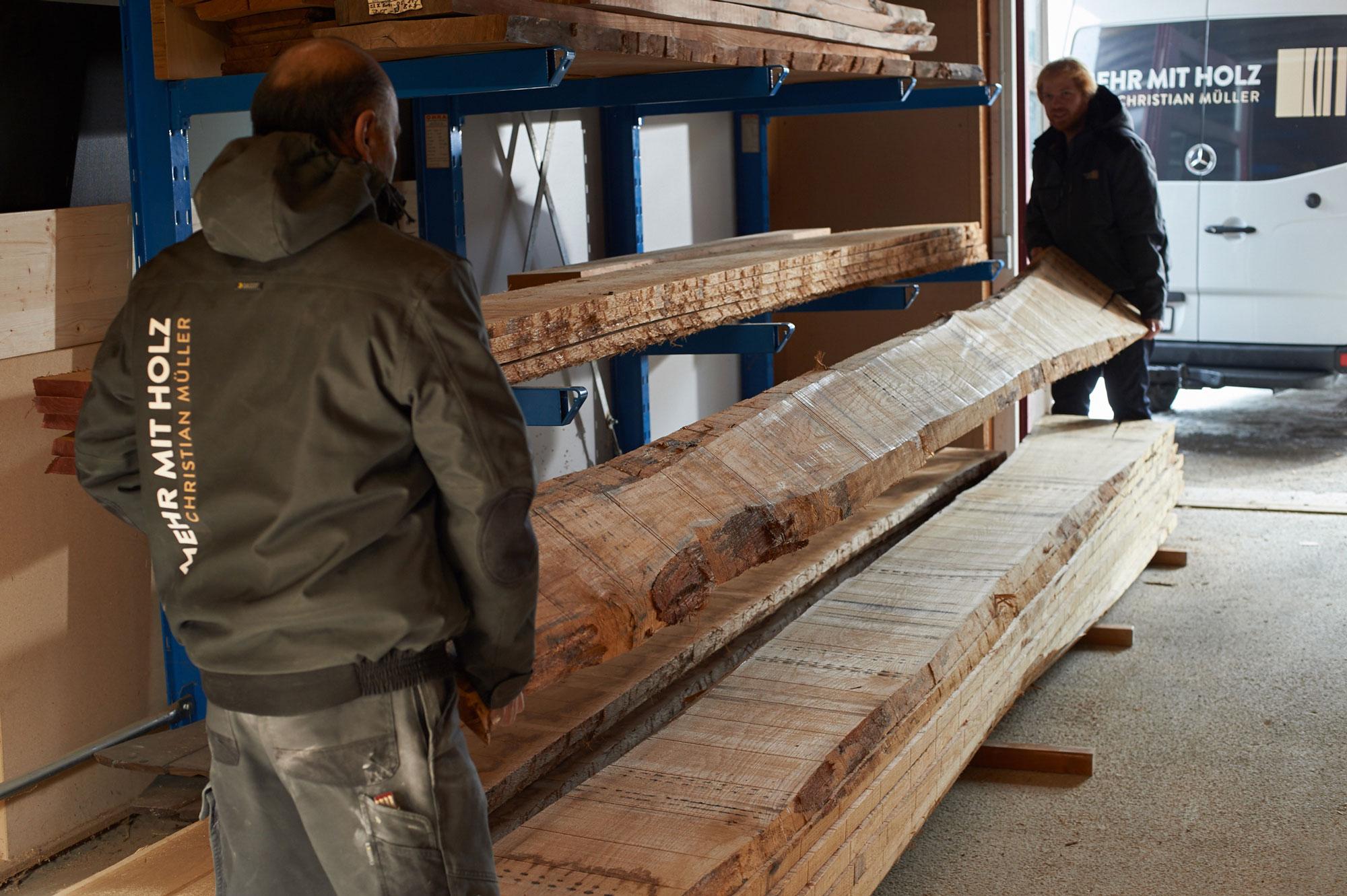 Unser Holzlager mit Massivholz und Holzwerkstoffen