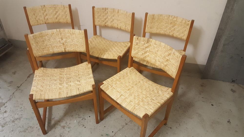 Rattangeflecht in dänischen Stühlen