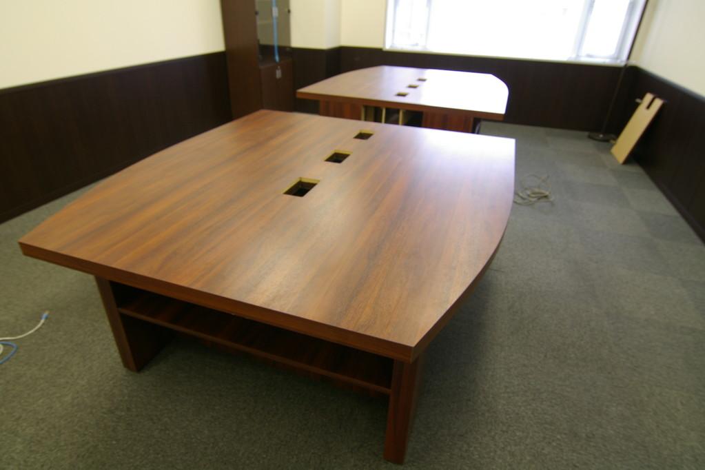 大型会議テーブルです。