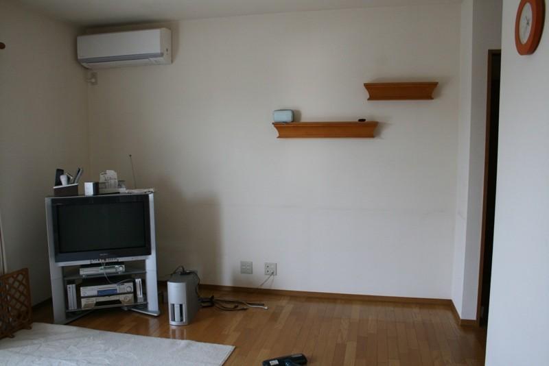 施工前の状態です。置き家具は当社で引き取りました。格安にて処分いたします。