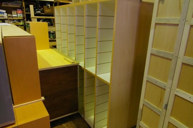 工場の中が家具で溢れてきました。出荷まであと少し!