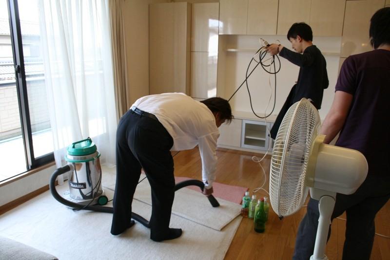 仕上げはお掃除です。来た時よりも綺麗に!当社のモットーです。