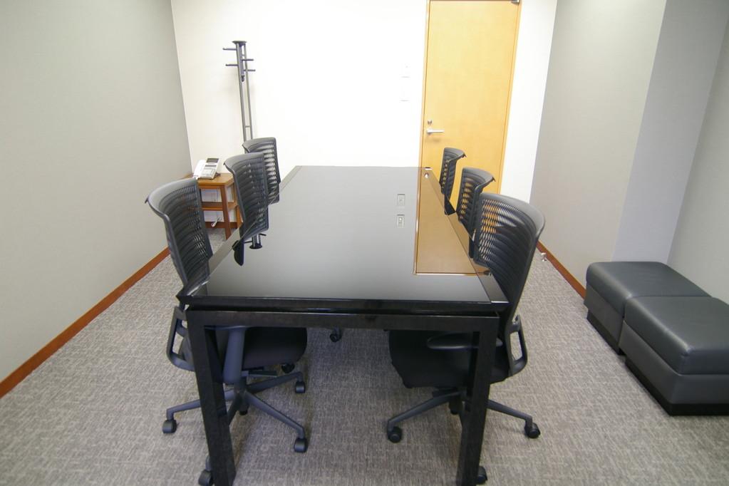 社長室会議デスクです。