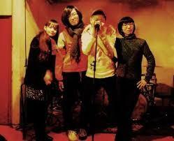 おおたえみりバンド:左から、おおたえみり,桑野嘉文(HOSOME),西原じじ(ジジのほっぺたろまん),中林キララ(オシリペンペンズ)