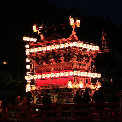 夜の曳屋台