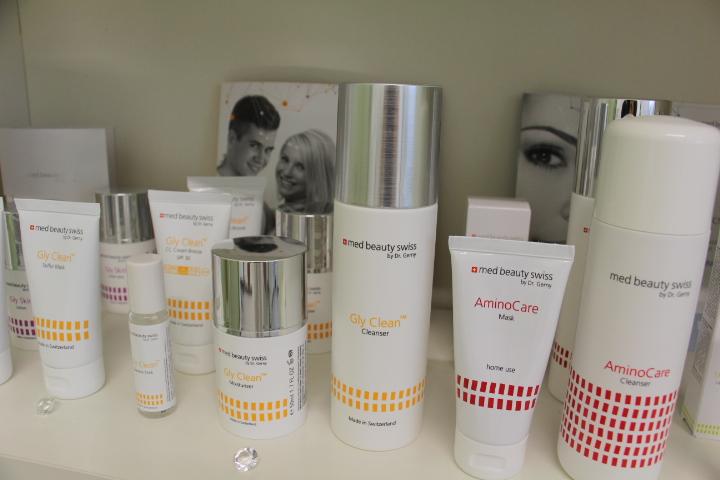 Wirkungsvolle und optimal verträgliche Pflegelösungen bei unreiner Haut, bei reifer Haut, gegen Pigmentflecken, präventiv.