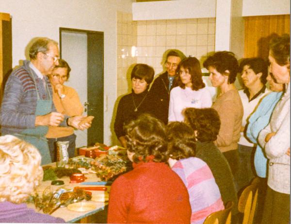 Weihnachtssteckkurs mit Gartenbauingenieur Willi Reich, 1981