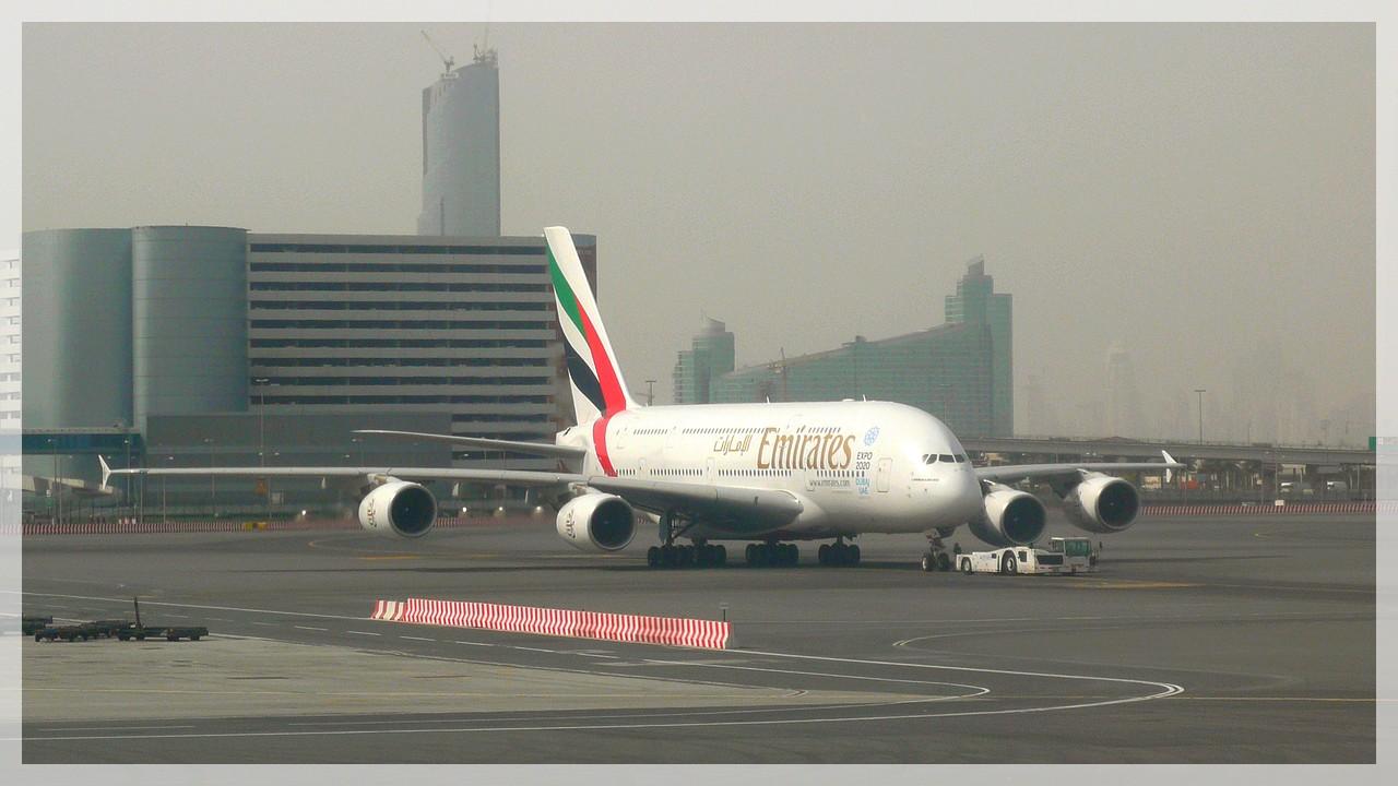 A 380 der Emirates Airlines am Airport Dubai/VAE