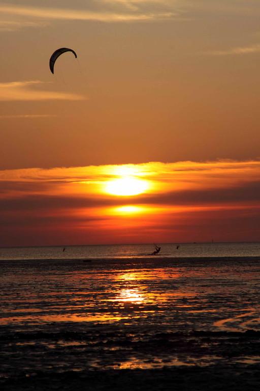 ... in den Sonnenuntergang segeln
