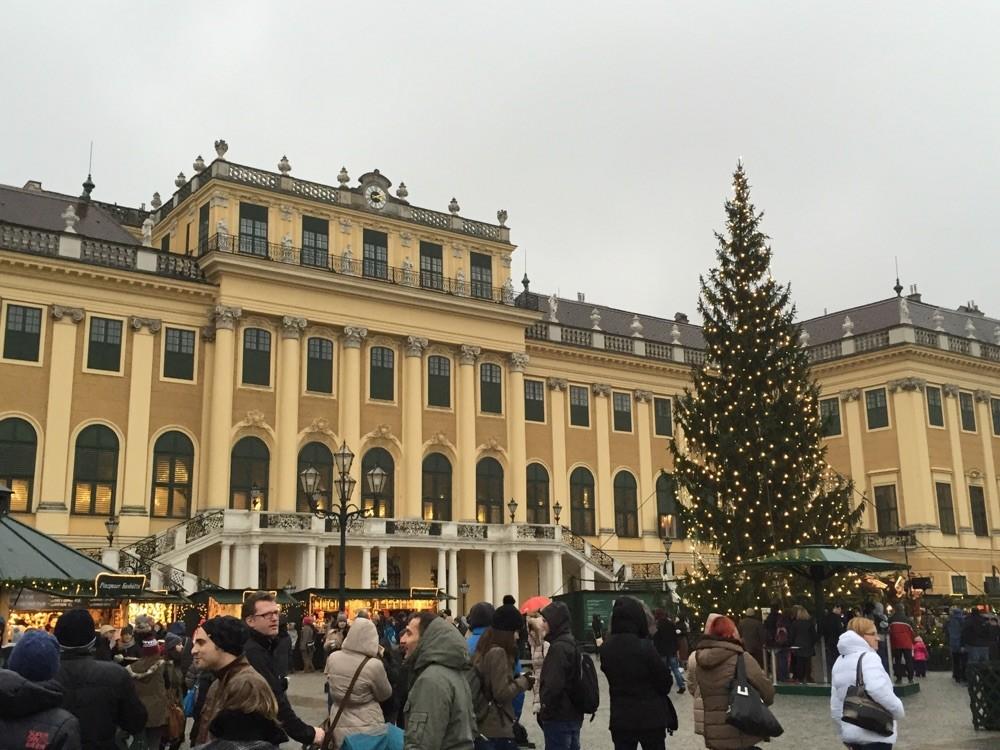 Christkindlmarkt vor dem Schloss Schönbrunn