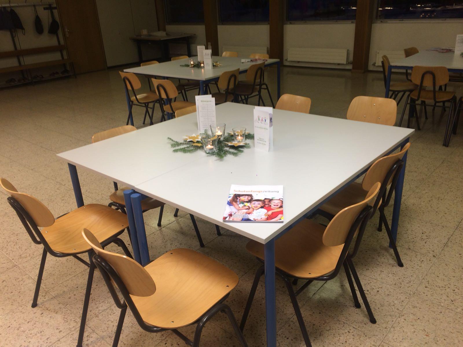 die Schüler dekorierten geschmackvoll die Tische