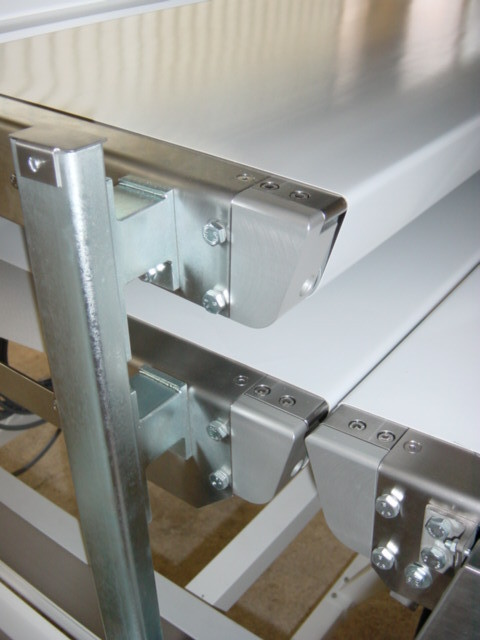 Conveyor with mit knife edge
