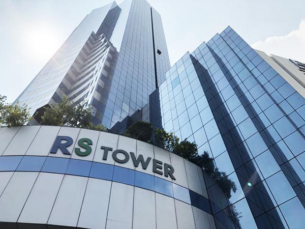 MRT 地下鉄のタイカルチャーセンター駅を出てすぐのRSタワー16階にオフィス