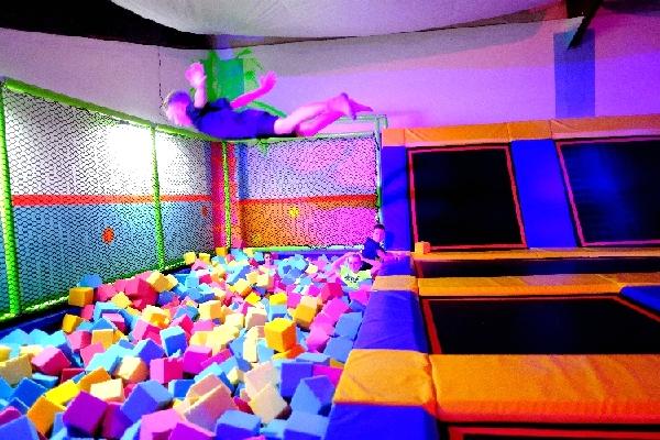 trampolinhalle-trampolinpark-kindergeburtstag-funsport