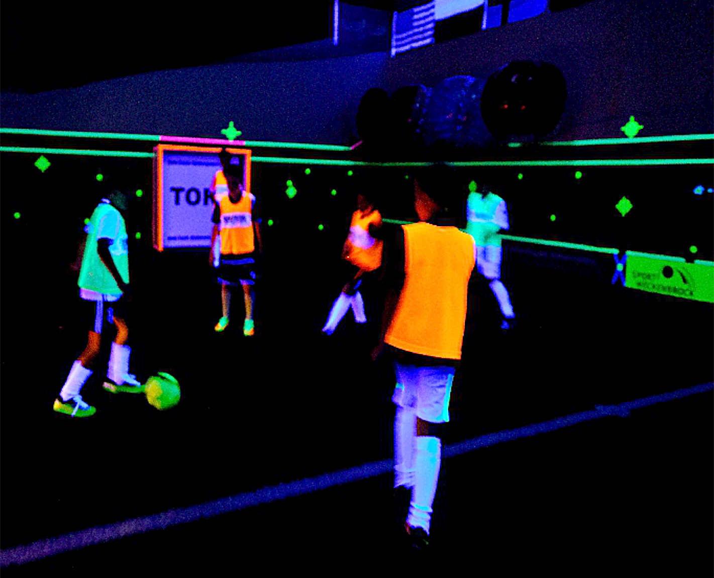 bad oeynhausen-schwarzlicht-fussball-soccer-kindergeburtstag