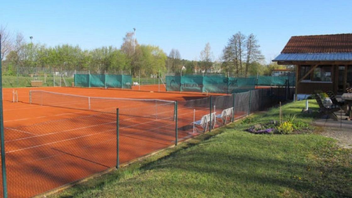 Teilöffnung der Tennisplätze