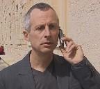 Philippe Granarolo dans le rôle du Dr Livia