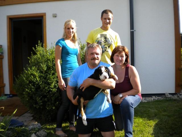 Bei Fam. Steiner in Schwarzau/Geb. wird Cäsar der Herr im Haus.