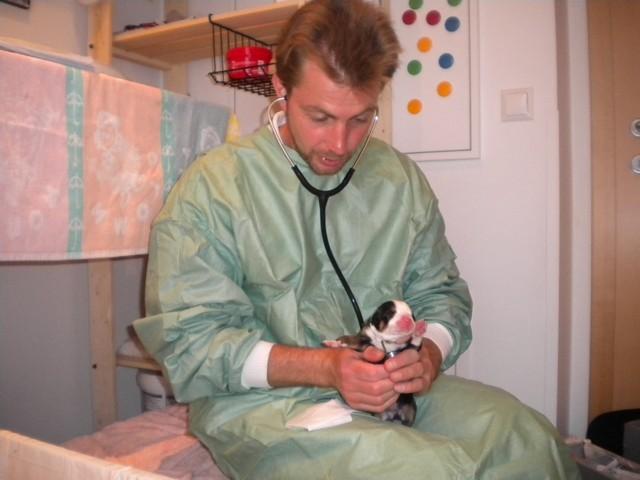 Pflegemami meint wir gehören untersucht, na dann... (ps: ein ganz ein lieber der Hr. Doktor)