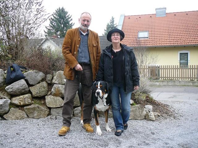 Fam. Buhl aus Bayern herzt nun Bono der ein neues Zuhause suchte.