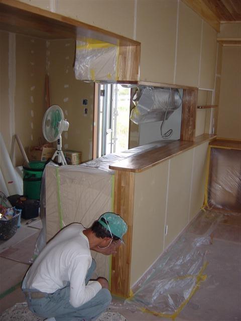 タモ材のカウンター塗装屋さんに塗ってもらえば、さらに高級感が出てきます。
