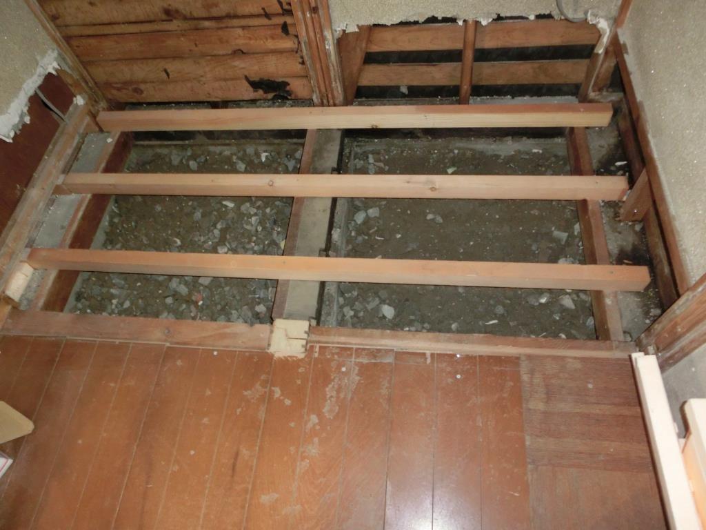 12.旧トイレも解体しました。今度は広い脱衣場になります!