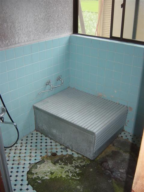 次は古くなったお風呂をリフォーム。