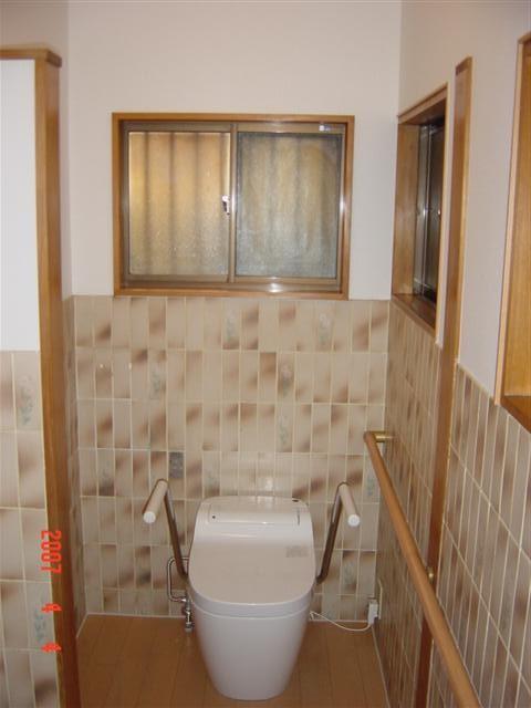 トイレのリフォーム完了です。アコーデオンカーテンも撤去してすっきりしました。