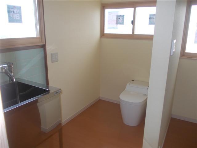 トイレは広く、そしてバリアフリーです。