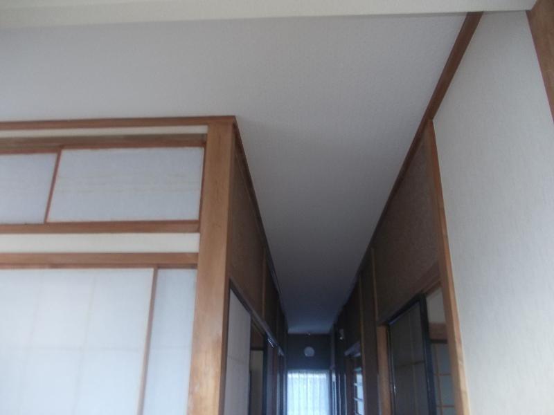 廊下天井リフォーム完了です。スッキリとキレイに仕上がりました。