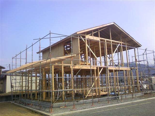 1階北側屋根下地を作る作業中です。