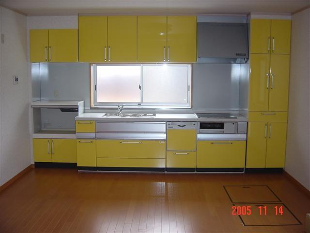 奥様お気に入り、イエローのキッチンです。