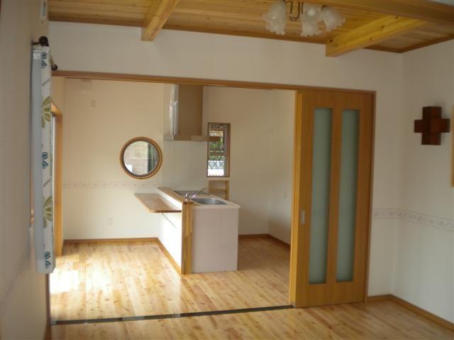 キッチン、リビング、寝室は3枚引戸で間仕切りカンタン。。