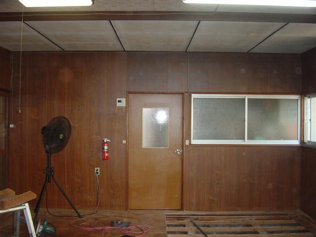.キッチンの壁・床・天井を張替えます。