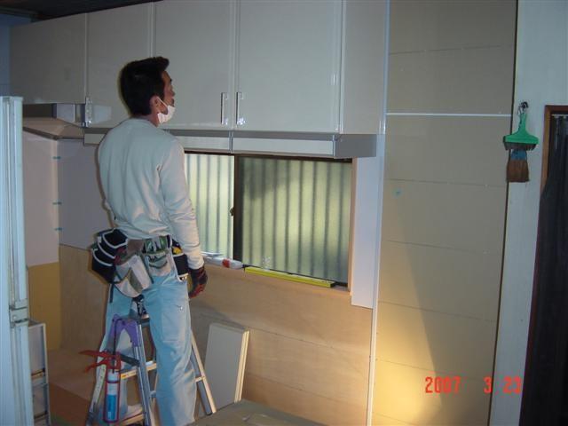 システムキッチン取り付け作業