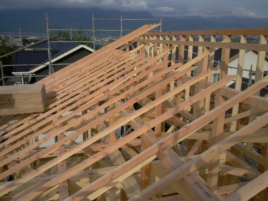 屋根を支える垂木組。。