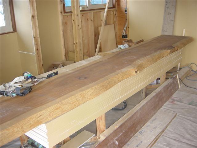 杉の平板です。この板でリビングの旦那様用パソコンテーブルとダイニングの出窓カウンターを作ります!自然な風合いのあるカウンターになりますよ。