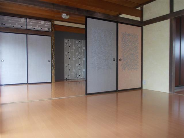 劇的に変化した和室です。フスマ紙や壁紙はお客様の要望で、和紙仕上げです!