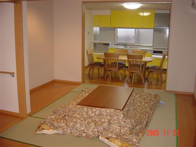 リビングとキッチンは隣り合わせに配置しました、部屋が広く感じます。