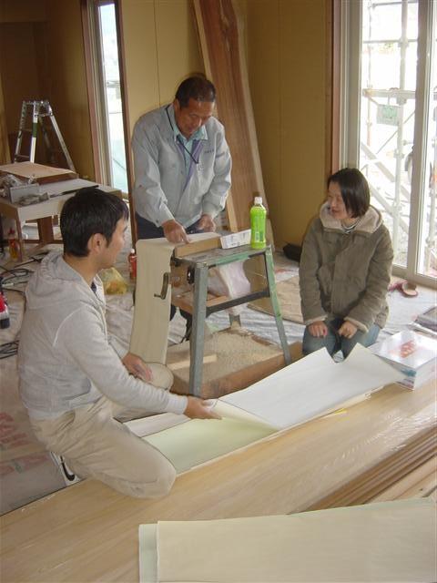 楽しい雰囲気で壁紙選び!自分の家を建てた事がないのですが、ものすごく、ワクワク、ドキドキしますよね。