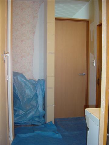 仕切っていた壁を取り、廊下にドアを付け、幅1800の脱衣場に!