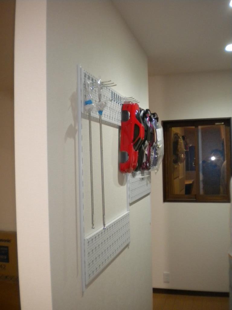 壁掛けは自由にレイアウト出来るタイプですよ。