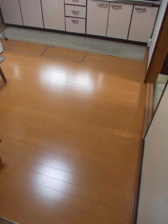 キッチン床貼り完了です。新築同様の仕上がりです。
