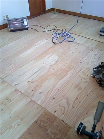 床板を張る合板下地が完成しました! あとは床貼り作業で完成です。