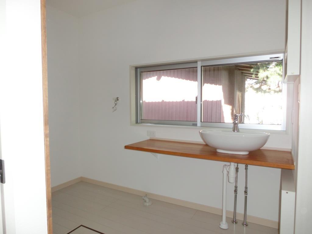 旧トイレに場所は広い脱衣場になりました。