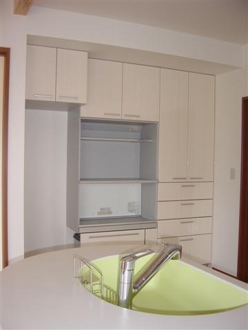 キッチン収納家具は収納力抜群です。