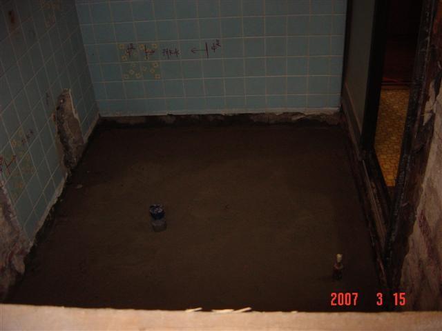 お風呂解体後 ユニットバスを置く為に捨てコンクリートを打ちます。
